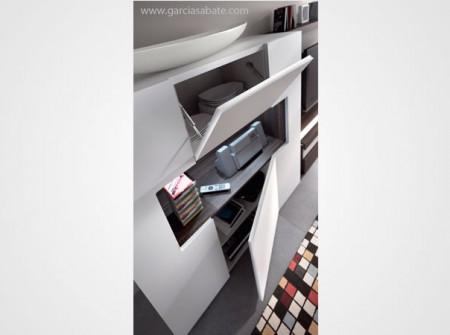 Aparador moderno con estantería central integrada y puertas en su interior. Pieza de gran capacidad en estilo atemporal acabados en lacado mate y roble fumé.